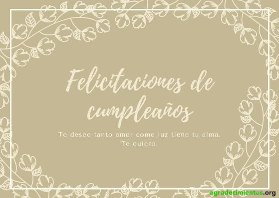 Felicitación de cumpleaños con ramas con flores alrededor en tonos marrones