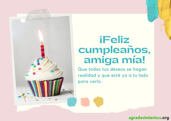 Felicitación cumpleaños amiga con imagen cupcake con vela encendida