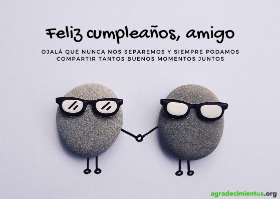 Dos piedras con gafas dándose la mano en felicitación de cumpleaños para un amigo