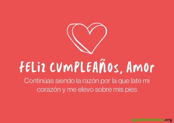 Imagen de fondo rojo con corazón en blanco y felicitación de cumpleaños a tu amor