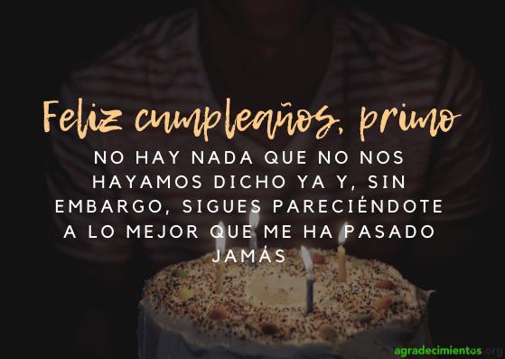 Felicidades en tu cumpleaños primo con tarta y velas